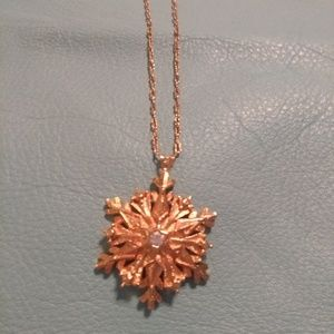 Jewelry - This is a Very Pretty Gold Pendant